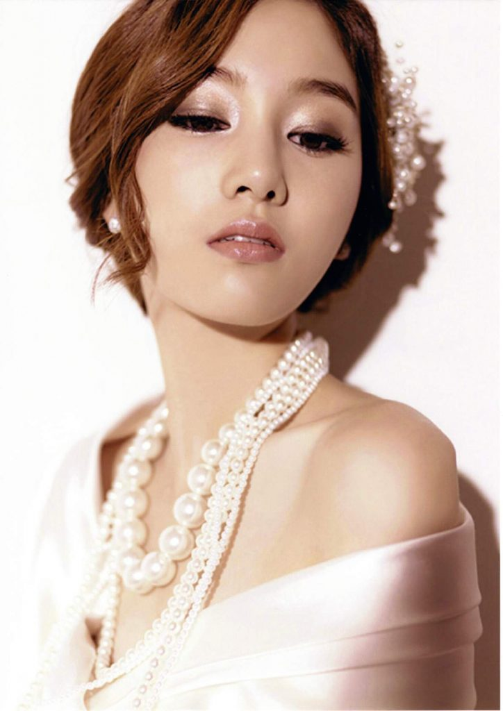 Asian bride in pearls